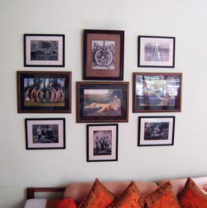comment disposer des tableaux sur un mur. Black Bedroom Furniture Sets. Home Design Ideas
