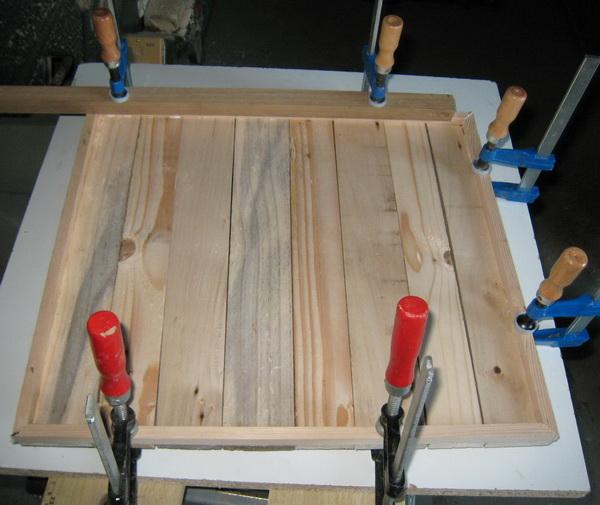 Fabriquer un encadrement rustique en planches de - Faire un trou dans une vitre ...